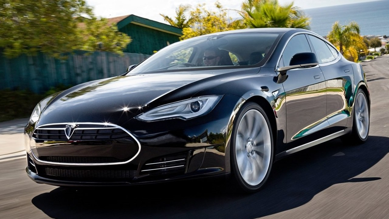 電気自動車で世界を席巻しているEVベンチャー・テスラモーターズ が、新モデル「モデルX」を2015年7〜9月期に投入することを、株主総会の場で明らかにしました。
