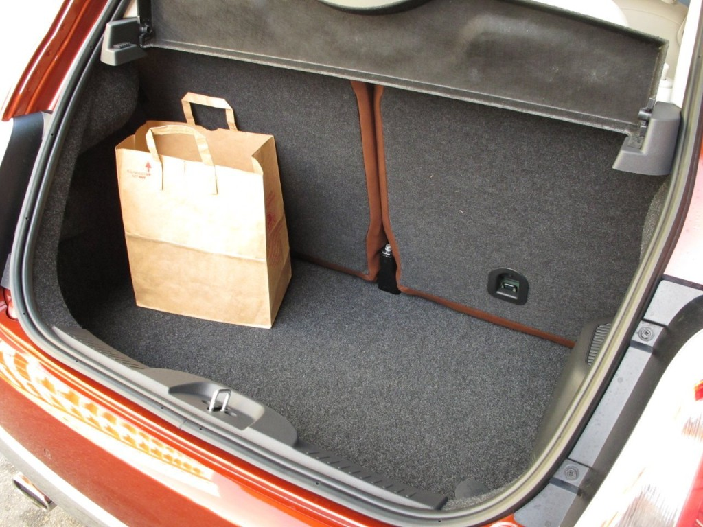 fiat-interior-trunk
