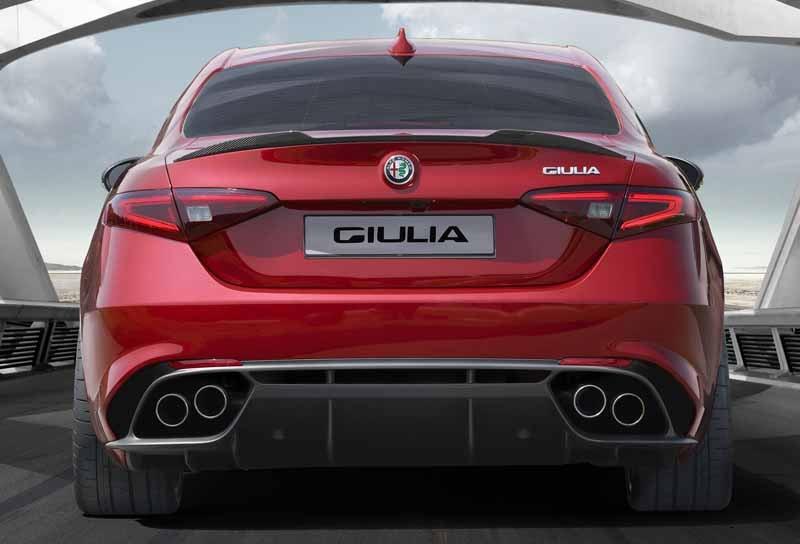 giulia-rear